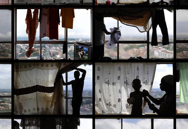Mikhael Subotzky /  Patrick Waterhouse, Windows, Ponte City, 2008–2010