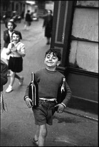 Rue-Mouffetard-Paris-1952-dyn007_original_321_479_jpeg_9863_9c89f01945345d9ca91365bb2db1494b.2